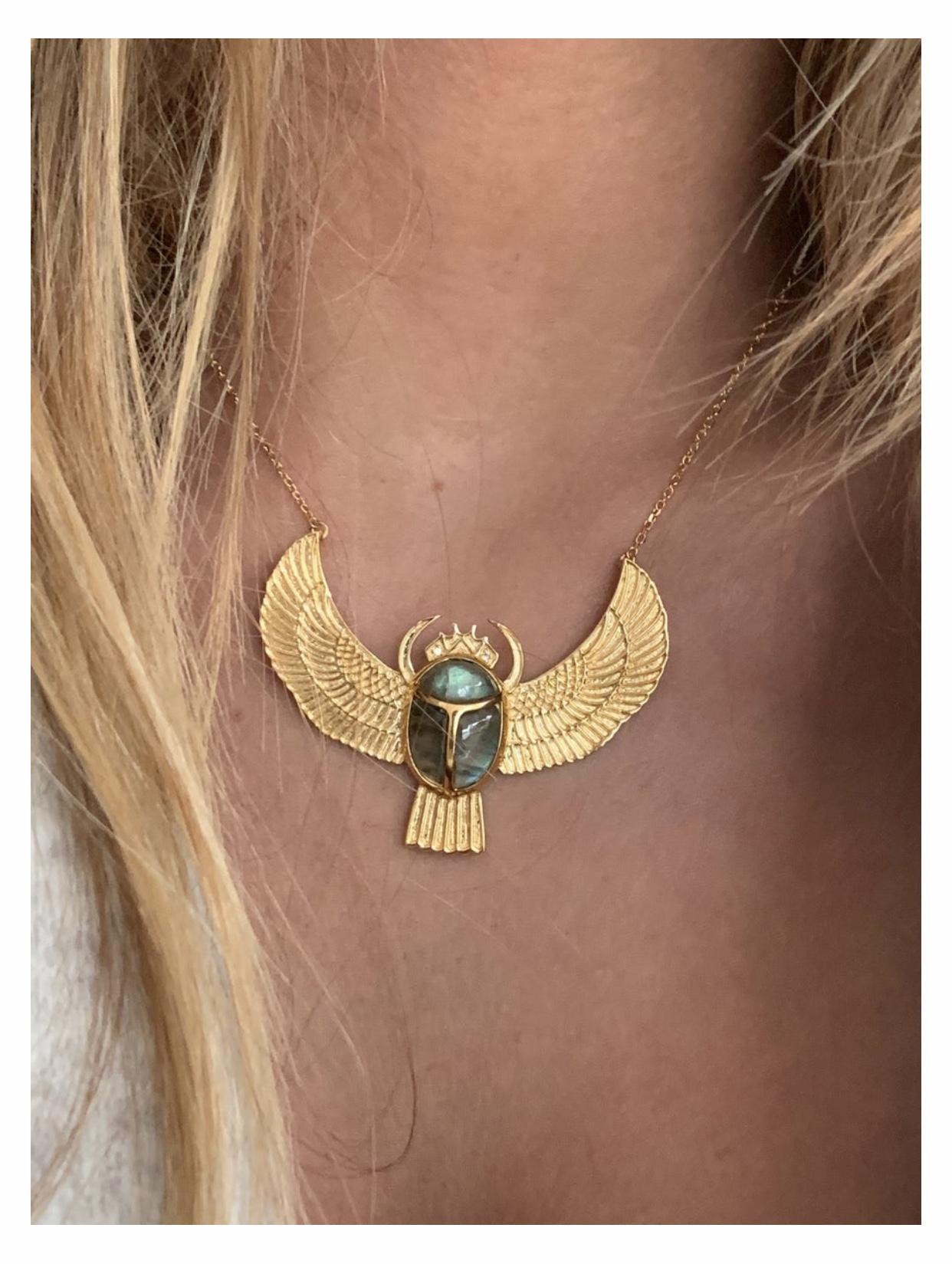 collier au fil de lo scarabée